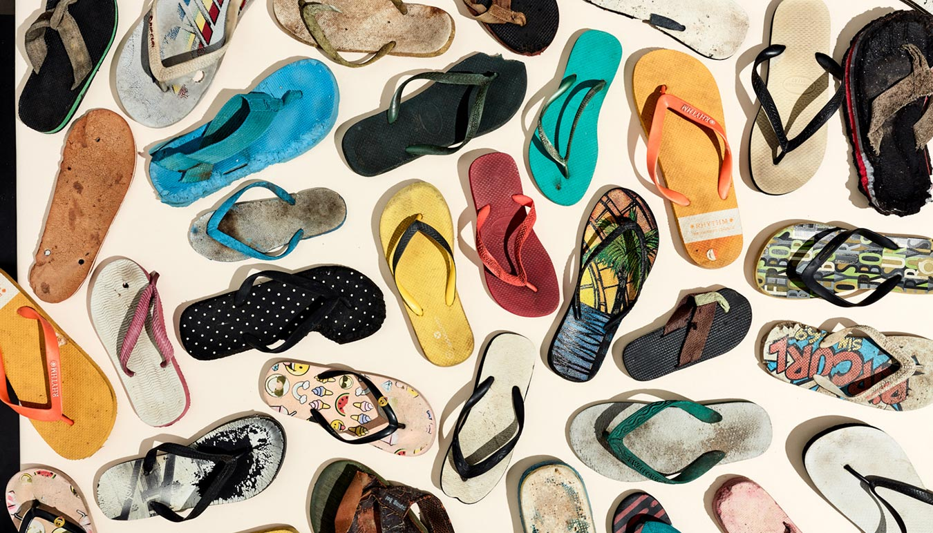 diverse-collection-of-washed-up-thongs-exhibition-sunstudios-melbourne-by-rob-goldie