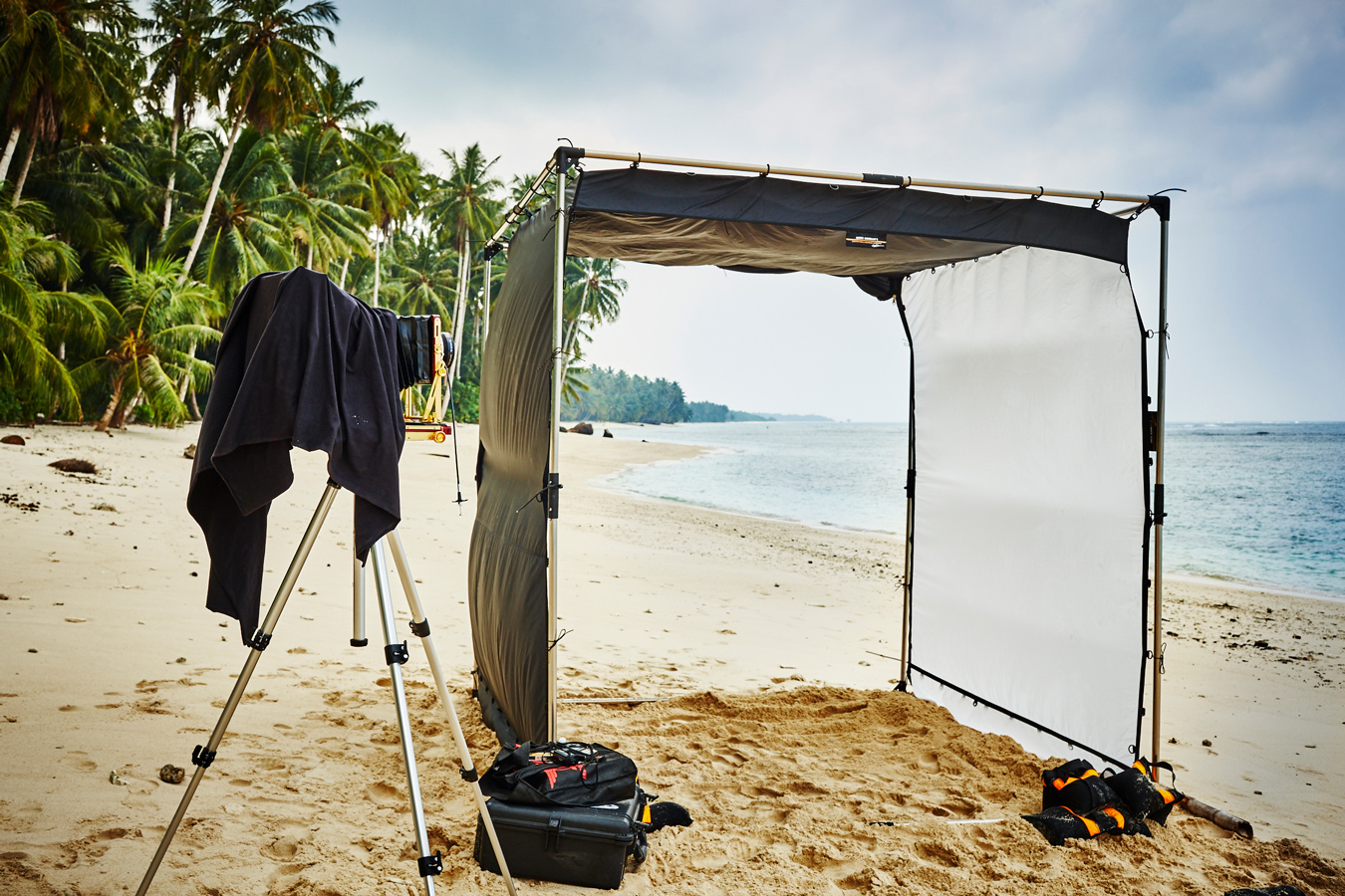 Australian photographer Richard Freeman tests the Sunbounce Cage on location in Indonesia.