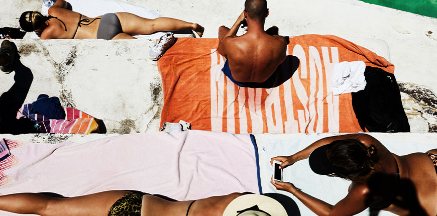 summer-scene-people-on-towels