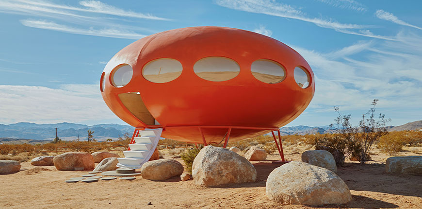 futuro-ufo-house-in-united-states-by-nicole-reed