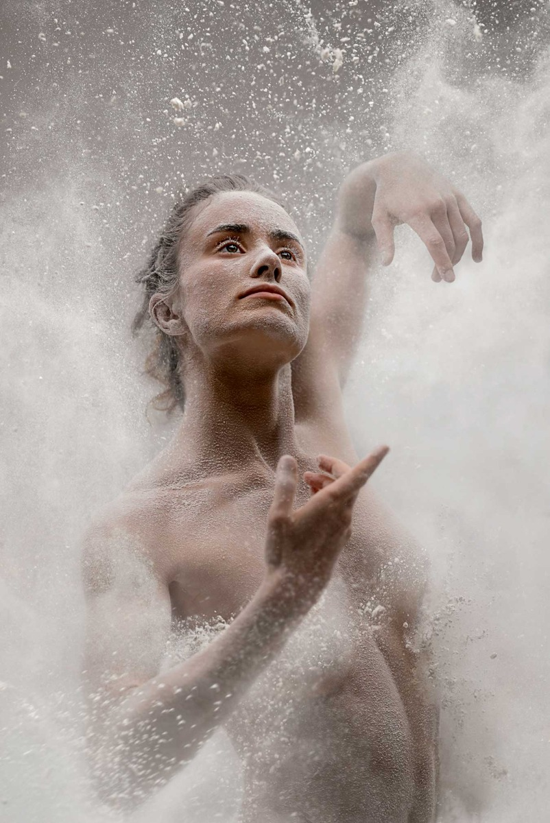 dancer-amidst-dust-by-pedro-greig-shot-on-the-canon-eos-r5
