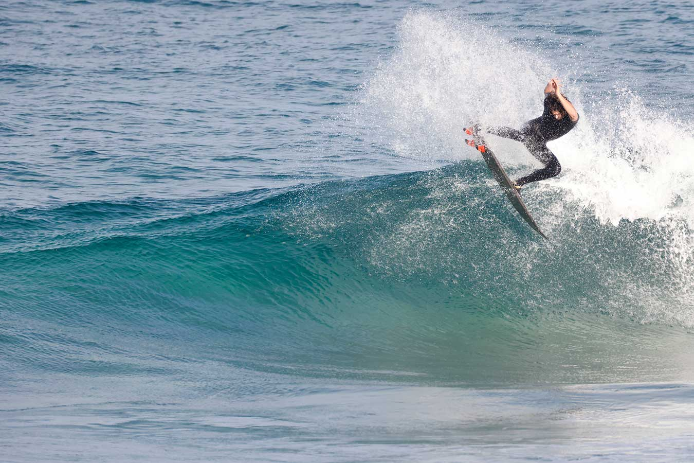 surfer-mid-air-with-overlay-auto-focus-grid-to-demonstrate-full-sensor-af-coverage