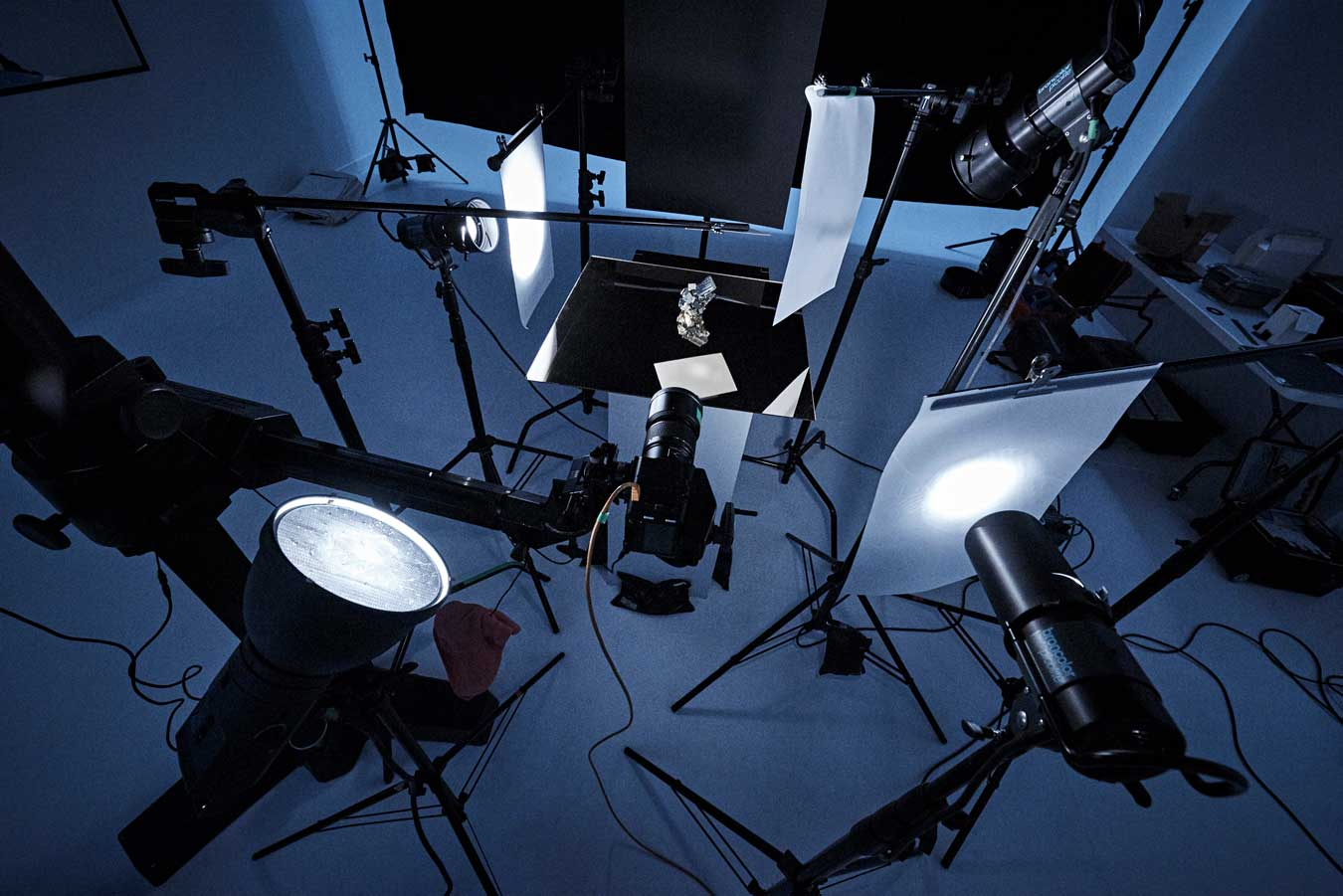 isamu-sawas-still-life-set-up-with-many-broncolor-picolites