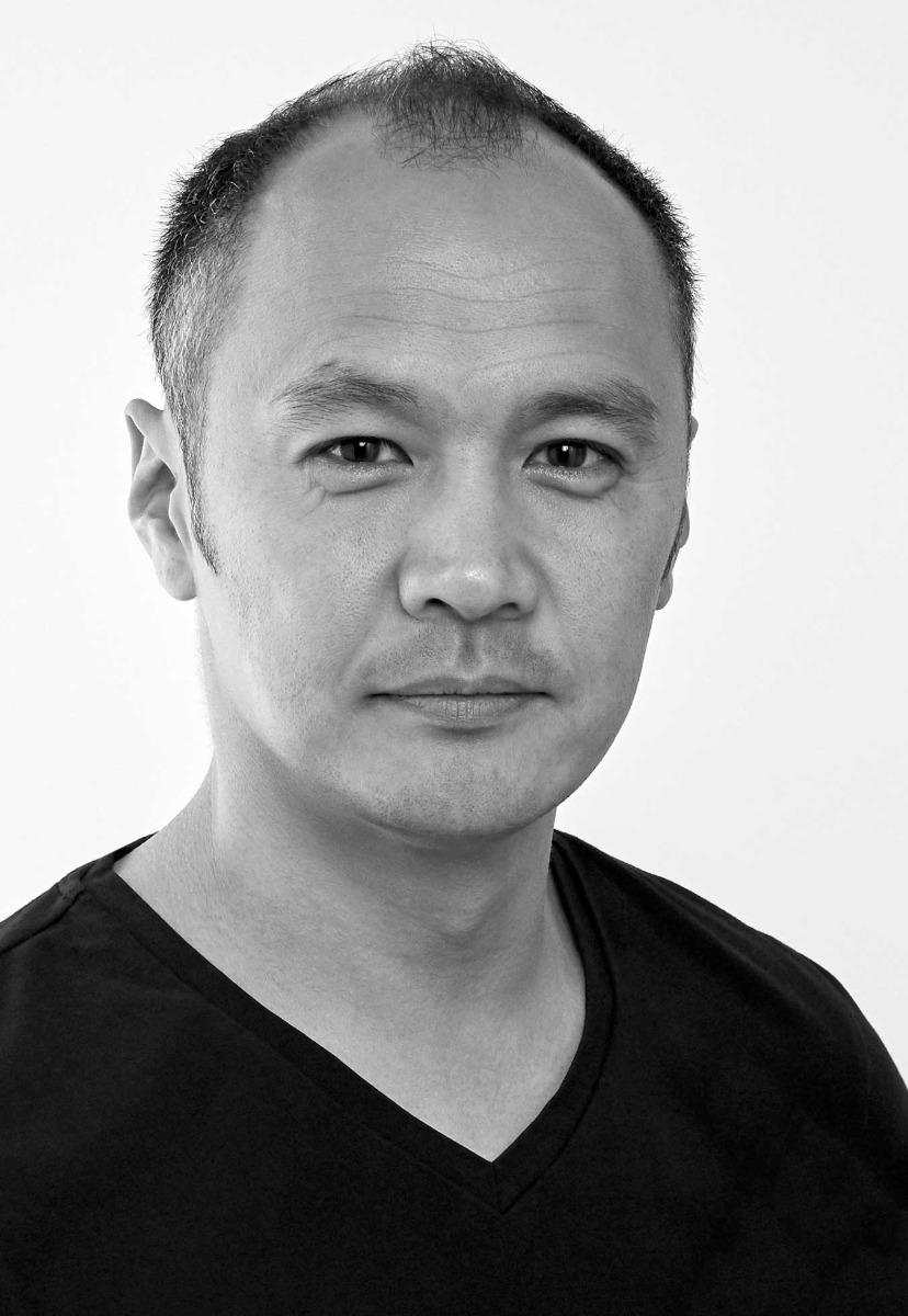black-and-white-portrait-of-photographer-isamu-sawa