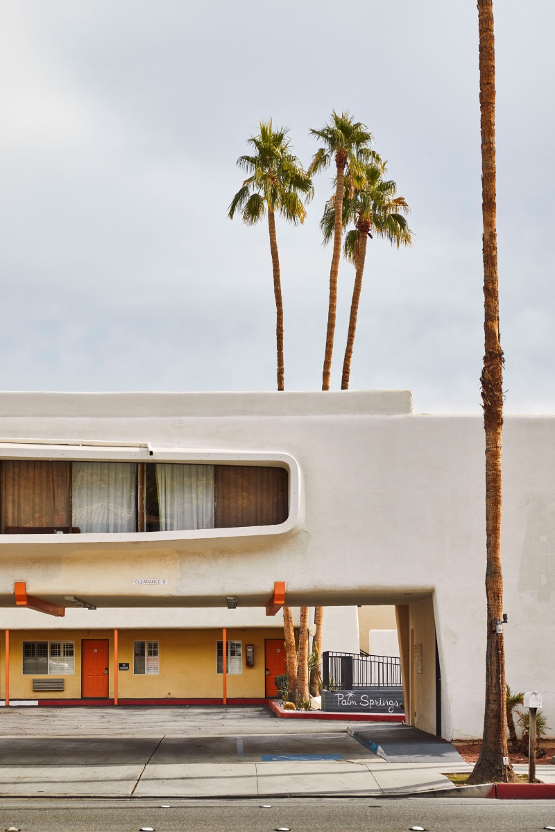 nostalgic-brightly-coloured-hotel-from-palm-springs
