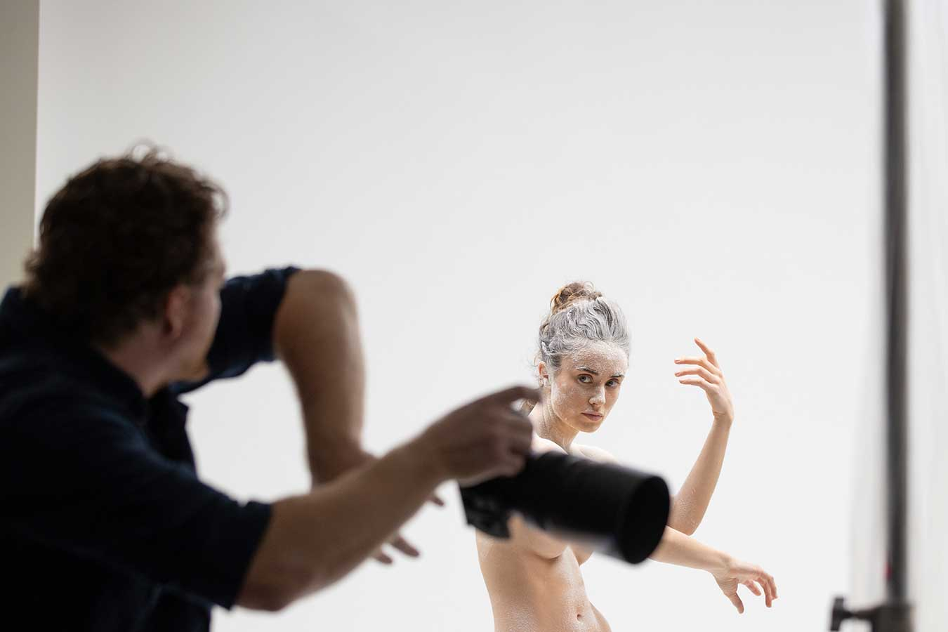 photographer-pedro-greg-directs-dancer-with-gesture