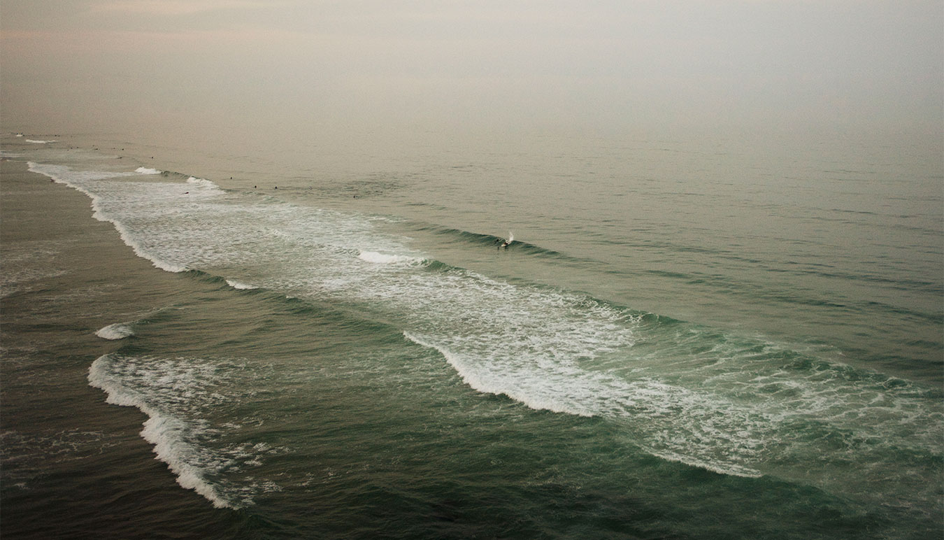 green-vast-ocean-small-surfing-figure