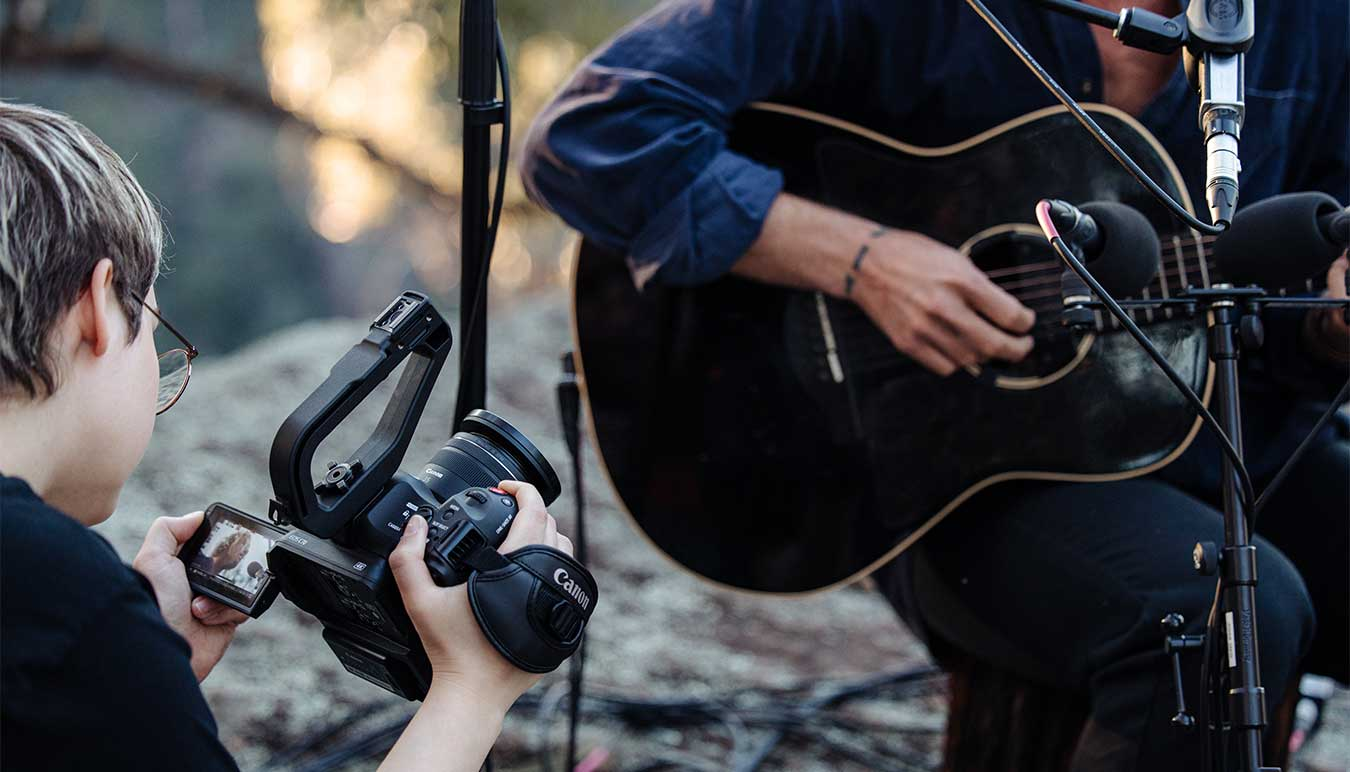 director-of-photography-kate-cornish-tests-canons-new-eos-c70-filming-musician-kim-churchill-in-bushland-setting