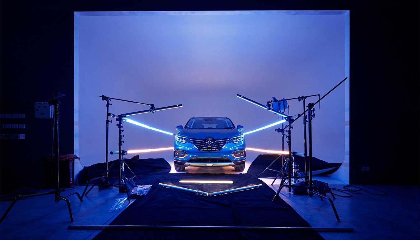 renault-kadjar-car-behind-the-scenes-shot-lit-by-titan-tubes-by-isamu-sawa